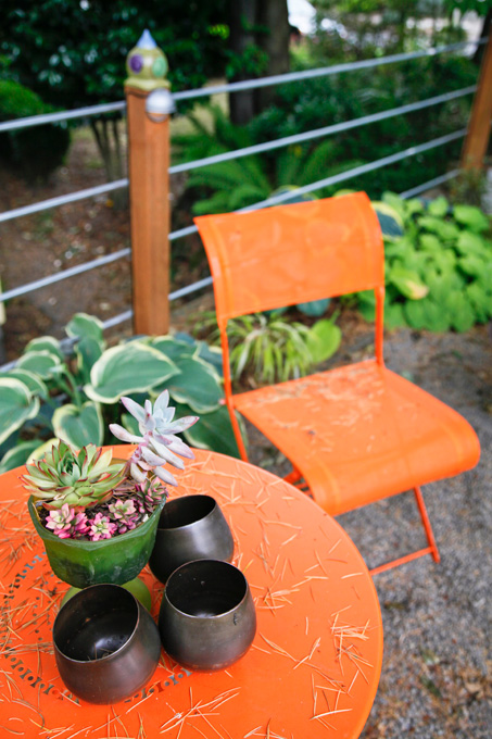 De Sousa uses color, especially orange, to tie together her garden.