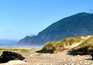 Home Away From Home - Destination: Manzanita With Meredith Lodging